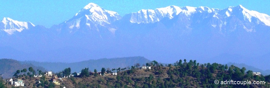 From Binsar, you get a spectacular 300 km view of the Himalayan Ranges.