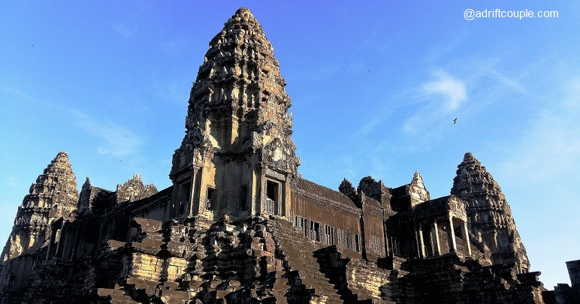 The central tower of Ankor Wat symbolize the peaks of Mount Meru.